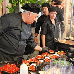 Hapje tapje is een cultuur, gastronomisch evenement in het hartje van Leuven. Tijdens de warme zomerse dagen kan je genieten van culinaire gerechten.