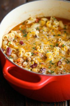 One Pot Chili Mac and Cheese - Two favorite comfort foods come together in this easy, 30 min one-pot meal that the whole family will love! Two favorite comfort foods come together in this easy, 30 min one-pot meal that the whole family will love! Fall Soup Recipes, Crockpot Recipes, Great Recipes, Cooking Recipes, Cheese Recipes, Damn Delicious Recipes, Delicious Food, Vegetarian Cooking, Easy Cooking