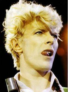 .DAVID BOWIE. kiss?