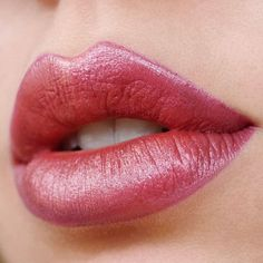 91 Stunning Lipstick Shades You Should Try - beautiful lip makeup ,Subtle ombré,lipstick color ,lip art #lipstick #lipmakeup #mattelip #lipgloss #makeup