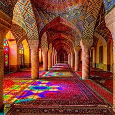 Nasir al-Mulk 'Pink Mosque', Shiraz, Iran. Like Stepping into a Kaleidoscope Islamic Architecture, Beautiful Architecture, Beautiful Buildings, Art And Architecture, Synagogue Architecture, Vintage Architecture, Shiraz Iran, Beautiful World, Beautiful Places