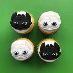 12 How To Train Your Dragon 3 Inspired Cupcake Toppers-Fondant Dragon Birthday Cakes, Dragon Birthday Parties, Dragon Party, 7th Birthday, Birthday Ideas, Toothless Party, Toothless Cake, How To Train Dragon, How To Train Your