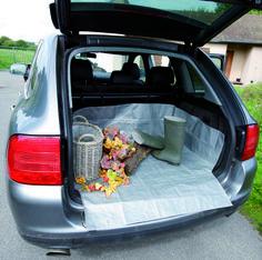 Votre chien est trempé et pleins de boues ? Munissez vous d'une bâche de coffre permettant de protéger efficacement l'intérieur de votre voiture !  http://www.automotoboutic.com/baches-protec2-protection-de-coffre-t2.html #labrador #houssecoffretion-de-coffre/221