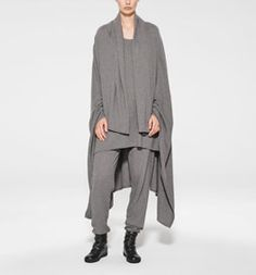 A unique brand in the world of fashion, Sarah Pacini speaks to women in search of a modern and timeless allure with style and substance. Sarah Pacini, Ready To Wear, Sweaters For Women, Normcore, Brand New, Street Style, In This Moment, Style Inspiration, Elegant