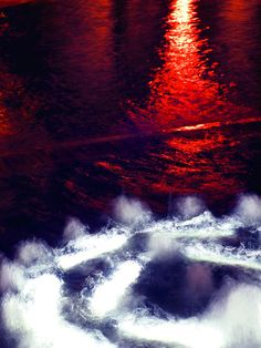 Night view of the water Author: Hitomi Zama.