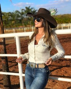 Jeans Mädchen Discovering The Beauty Of Landscape Photography Symmetry, repetition, contrast, asymme Country Girl Outfits, Sexy Cowgirl Outfits, Hot Country Girls, Rodeo Outfits, Country Wear, Country Women, Country Fashion, Western Outfits, Cute Outfits