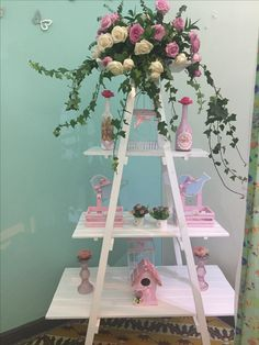 Escalera Diy Party Decorations, Baby Shower Decorations, Baby Shower Vintage, Ladder Decor, Flower Arrangements, Backdrops, Diy And Crafts, Bridal Shower, Centerpieces