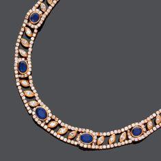 SAPHIR-DIAMANT-COLLIER, FARAONE.Gelbgold 750, 57g.Elegantes, durchbrochen gearbeitetes Collier, bese
