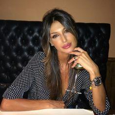 L'eleganza Other Woman, Most Beautiful Women, Make Up, Leather Jacket, Womens Fashion, Image, Beauty, Meet, Glass