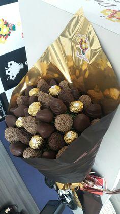 Valentine's Chocolate Gifts Ideas 29 Chocolate Gifts, Love Chocolate, Chocolate Lovers, Rocher Chocolate, Ferrero Rocher, Food Bouquet, Candy Bouquet, Chocolate Tumblr, Chocolate Flowers Bouquet