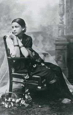 Indian woman in traditional sari. 19th century photo. traditional indian attire