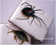 Icing cookies: spiders by Evelindecora