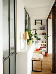 Un appartement épuré bois industriel à Paris (1)