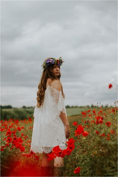 Beautiful Poppy Fields- Fashion and Bridal Inspiration… Poppy Photography, Spring Photography, Cute Photography, Creative Photography, Portrait Photography, Poppy Fields, Sunflower Pictures, Facebook Timeline, Creative Portraits