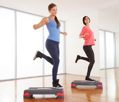 Stupínek na cvičení pro aerobní trénink (aerobic) i pro posilování.