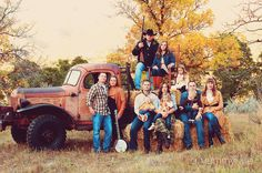 using an old truck as a prop. What a great idea for a Lollman family picture!!