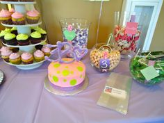 """Cupcakes, Candy bar and 8"""" round by La Bella Dolce Cupcakes www.facebook.com/labelladolcecupcakes"""