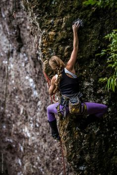 Corupá, Santa Catarina, Brazil ph Bruno Graciano – Famous Last Words Climbing Girl, Climbing Outfits, Sport Climbing, Rock Climbing Training, Rock Climbing Workout, Rock Climbing Gear, Trekking, Surf, Kayak