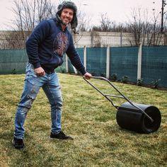 #spiegelakos #kertépítés #topgarden #gardendesigner #kert Lawn Mower, Outdoor Power Equipment, Lawn Edger, Grass Cutter, Garden Tools