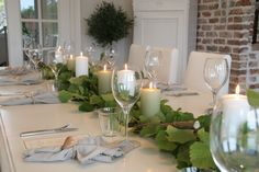 Positively Southern: A Springtime Green Tablescape Swedish Christmas, Simple Christmas, Decoration Table, Table Centerpieces, Baby First Birthday Themes, Easy Christmas Decorations, Beautiful Table Settings, Home Decor Styles, Tablescapes