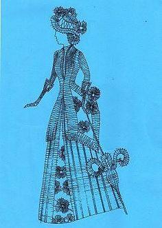 renda de bilros / bobbin lace Bonecos / Dolls Bobbin Lace Patterns, Hairpin Lace, Lacemaking, Lace Heart, Lace Jewelry, String Art, Line Drawing, Beaded Embroidery, Madonna