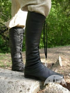 Высокие сапоги со шнуровкой