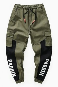 New Stylish Fashion Colorblock Simple Letter Print Drawstring-Waist Cotton Loose Black and Green Cargo Pants for Men Jogger Pants Style, Sweatpants Style, Mens Sweatpants, Joggers, Fashion Sweatpants, Green Cargo Pants, Cargo Pants Men, Pants For Men, Swag Outfits