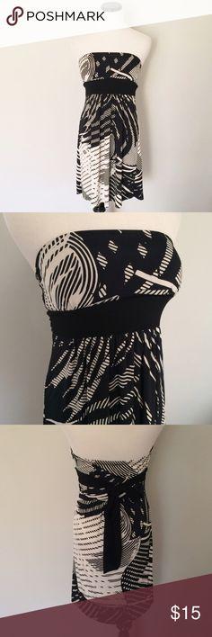 Arden B Black white floral Strapless Dress Black and white Strapless Dress with lightly padded cups. Black sash ties around waist. Arden B Dresses Strapless