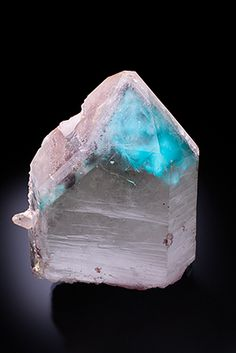 Well terminated unpolished quartz crystal with turquoise blue ajoite inclusions. Minerals And Gemstones, Rocks And Minerals, Stones And Crystals, Gem Stones, Crystal Magic, Beautiful Rocks, Mineral Stone, Rocks And Gems, Krystal