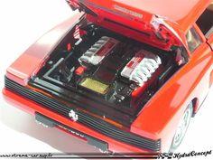 Ferrari Testarossa au 1/18 de marque Burago.  Modifs :  - détaillage complet du moteur -peinture du compartiment roue de secours - Habitacle : siège rouge/crème, panneaux de portes