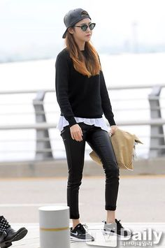Female airport fashion is very simple. Normally it is just very plain, yet stylish. Often/all the time they wear sunglasses because they do not wear make-up.