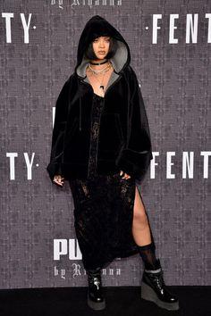 Rihanna from New York Fashion Week Fall Star Sightings Turn up for RiRi! The singer attends her FENTY PUMA by Rihanna show. Moda Rihanna, Rihanna Show, Rihanna Outfits, Rihanna Riri, Fashion Outfits, Rihanna Fashion, New York Fashion, Street Style Rihanna, Jenifer Lawrence