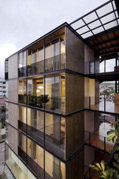 Edificio 03 98 / Espinoza Carvajal Arquitectos: