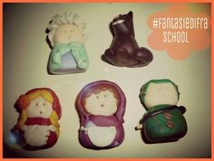 per la serie #FANTASIEDIFRAschool ... questi piccoli personaggi li ho creati con il fimo... per fare i teatrini a scuola son perfetti! e come sipario!? ma certo..abbiamo decorato una scatola da scarpe!ah ah ah... indovinate...DI CHE #FAVOLA SI TRATTA!?