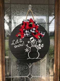 Let It Snow Door Hanger, Snowman Wreath, Let It Snow Snowman Sign, Snowman, Christmas Front Door Sig Christmas Wood Crafts, Christmas Signs Wood, Christmas Projects, Holiday Crafts, Front Door Christmas Decorations, Christmas Front Doors, Christmas Wreaths, Christmas Bulbs, Doorway Decorations