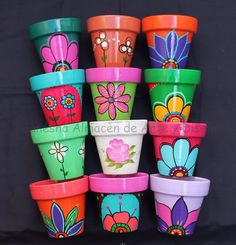 Idea Of Making Plant Pots At Home // Flower Pots From Cement Marbles // Home Decoration Ideas – Top Soop Clay Pot Projects, Clay Pot Crafts, Diy And Crafts, Flower Pot Art, Flower Pot Crafts, Painted Plant Pots, Painted Flower Pots, Pots D'argile, Clay Pots