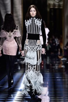 Kendall Jenner & Gigi Hadid Switch Up Their Hair Colors for Balmain Paris Show: Photo Kendall Jenner sports bleached blond hair while walking the catwalk during the Balmain show held during 2016 Paris Fashion Week on Thursday (March in Paris, France. Gigi Hadid Runway, Kendall Jenner Gigi Hadid, Kris Jenner, Fashion Show 2016, Runway Fashion, Fashion Outfits, Paris Fashion, Suit Fashion, Fashion Weeks