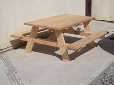 Picnic Table from Kreg jig website. Needs intermediate woodworking skills.