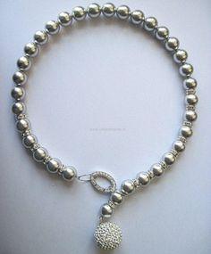 Collana di perle grigie