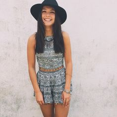 Boho Street Style Inspiration: Printed Set + Black Hat Summer Look Festival Looks, Spring Summer Fashion, Spring Outfits, Estilo Hippy, Love Fashion, Fashion Outfits, Bohemian Mode, Up Girl, Mode Inspiration