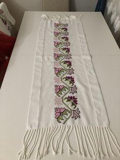 Cross Stitch Rose, Cross Stitch Embroidery, Cross Stitch Designs, Cross Stitch Patterns, Hand Embroidery Design Patterns, Bargello, Le Point, Diy Home Decor, Pattern Design