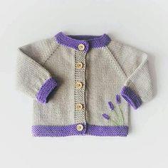 Joli pull tricoté main bébé fille avec broderie lavande. Parfait pour la  saison printemps  0c232f1fdb5