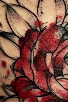 São diversas fotografias que exibem um olhar artístico sobre as tatuagens feitas por ele. Entrada é Catraca Livre.