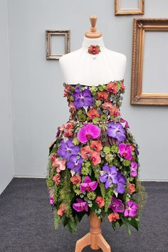RHS-Young-Florist-of-the-Year-Competition-2014-Flowerona-Emma-Sinnamon-CAFRE-Greenmount-Campus