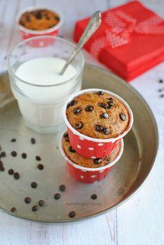 Muffin alla banana e gocce di cioccolato per riciclare le banane mature, senza burro né olio, soffici, sani e golosi, ideali per colazione e merenda dei bambini