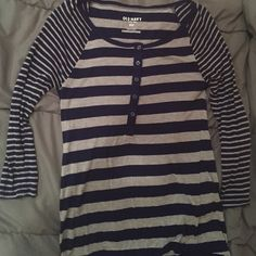 OLD NAVY Striped 3/4 Sleeved Top A perfect colored combo of dark blue and grey with stripes that allows for a super flattering top! Is loose fitting so can fit either a small/medium. Old Navy Tops