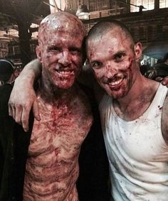 Deadpool & Ajax behind the scenes. Ryan Reynolds must have sat so long in makeup every day. Marvel Comics, Marvel Vs, Hulk, Deadpool Funny, Deadpool Stuff, Deadpool Movie, Captain America, Horror Makeup, Special Effects