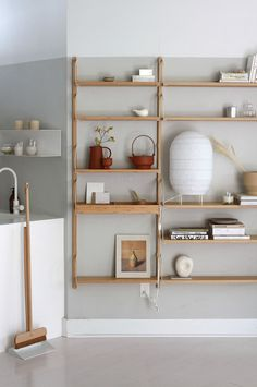 IKEAs renewable shelving system Svalnäs Find your inspiration with Scandinavian Interiors and Design discover more now! The post IKEAs renewable shelving system Svalnäs appeared first on Wohnzimmer Grau. Home Interior, Interior And Exterior, Interior Design, Interior Modern, Svalnäs Ikea, Plywood Furniture, Furniture Design, Bathroom Furniture, Unique Wall Shelves