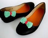 clips pour chaussure vert aqua et rose fluo