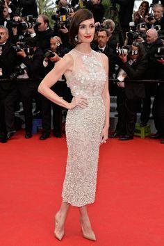 Cannes 2014: Paz Vega con vestido cocktail de Elie Saab y Louboutin nudes.
